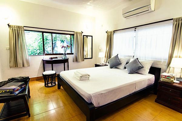 Double bed YK Art House hotel