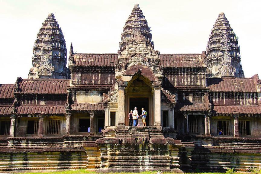 visiting cambodia from thailand